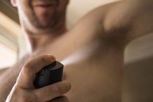El clorhidrato de aluminio que contienen los desodorantes tiene efectos nocivos para la salud - El Círculo de la Belleza