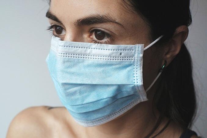 Consejos para evitar el maskacné - El Círculo de la Belleza