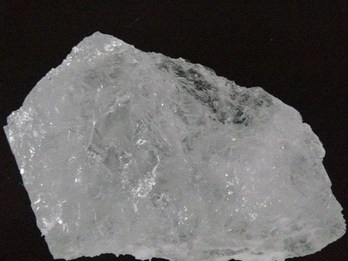 Piedra de alumbre, un desodorante natural