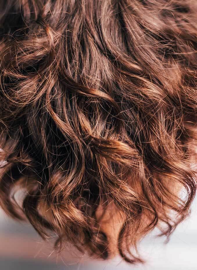 Consejos para evitar el pelo graso - El Círculo de la Belleza