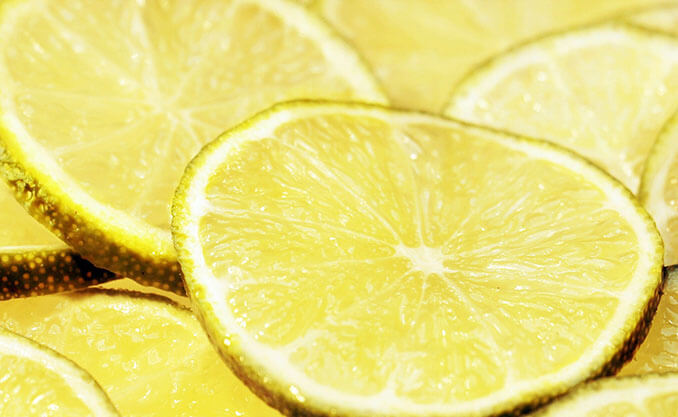 El limón ayuda a eliminar las células muertas de la piel - El Círculo de la Belleza