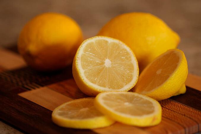 Zumo de limón, remedio natural para proteger el pelo del frío